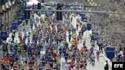 Vista general de los corredores en acción durante la edición 118 de la maratón de Boston