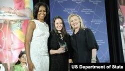 Safak Pavey recibe el premio de Mujer Coraje en el 2012