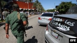 Protestas ante el hotel donde se hospeda Villa Clara
