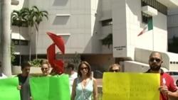 Cubanos se manifiestan frente al consulado mexicano en Miami