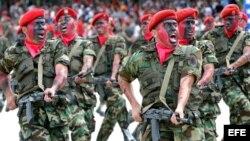 Miembros de la Fuerza Armada venezolana durante un desfile cívico militar (Archivo)