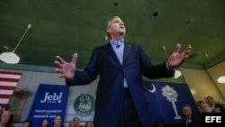Jeb Bush se retira de la carrera presidencial.
