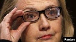 Hillary niega que el gobierno ocultó información de sucesos en Bengasi