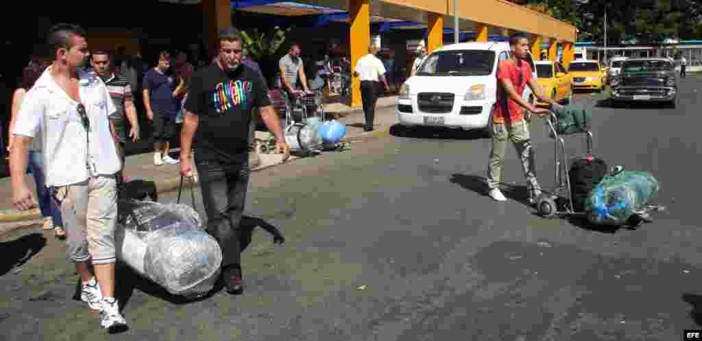 Las nuevas medidas aduaneras que restringen el ingreso de bienes a Cuba, entraron en vigor el 1 de septiembre de 2014, en medio de un profundo malestar entre los cubanos.