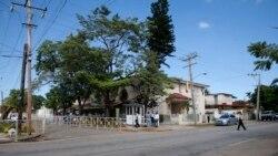Cubanos exigen explicación a embajada de Ecuador en La Habana