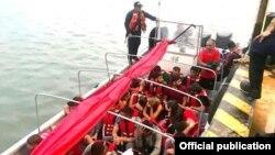 Migrantes cubanos y centroasiáticos iban a bordo de una embarcación interceptada por la Armada colombiana en el Golfo de Urabá.