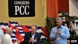 Raúl Castro, Miguel Diaz-Canel y José Ramón Machado Ventura en la inauguración del Congreso del PCC.