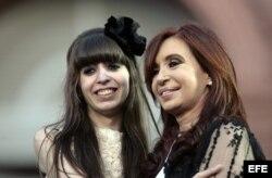 ARCHIVO. La presidenta argentina, Cristina Fernández de Kirchner y su hija Florencia.