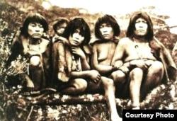 Gente de la Tierra del Fuego en 1883.