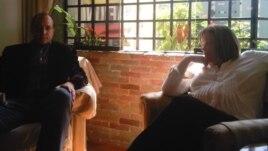 Fotografía de archivo del 12 de enero de 2012 de la jueza María Lourdes Afiuni (d) junto a su abogado defensor, José Graterol (i).