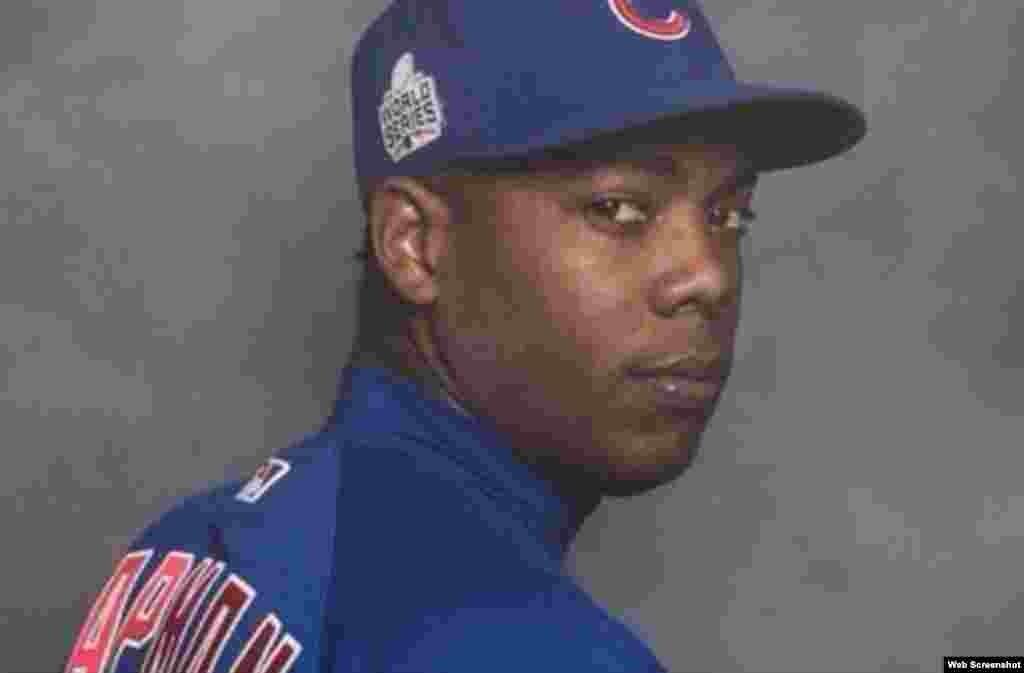 Aroldis Chapman nació en Holguín, Cuba, el 28 de febrero de 1988. Abandonó el equipo de pelota de Cuba durante el torneo World Port Tournament (Rotterdam, Holanda), el 1 de julio de 2009. Al año siguiente firmó con los Rojos de Cincinnati por seis años y $30.25 millones. El 28 de diciembre de 2015, Chapman fue enviado a los Yankees de Nueva York, a cambio de cuatro jugadores de ligas menores, los lanzadores derechos Caleb Cotham y Rookie Davis, y los jugadores de cuadro Eric Jagielo y Tony Renda. El 11 de enero de 2016, el manager de los Yankees, Joe Girardi, lo nombró el cerrador oficial del equipo. Pero el 25 de julio de 2016, los Yankees enviaron a Chapman a los Cachorros de Chicago por Gleyber Torres, Billy McKinney, Adam Warren y Rashad Crawford.