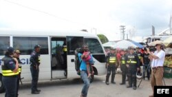 Inmigrantes que intentaban ingresar a Costa Rica son retornados a Panamá,