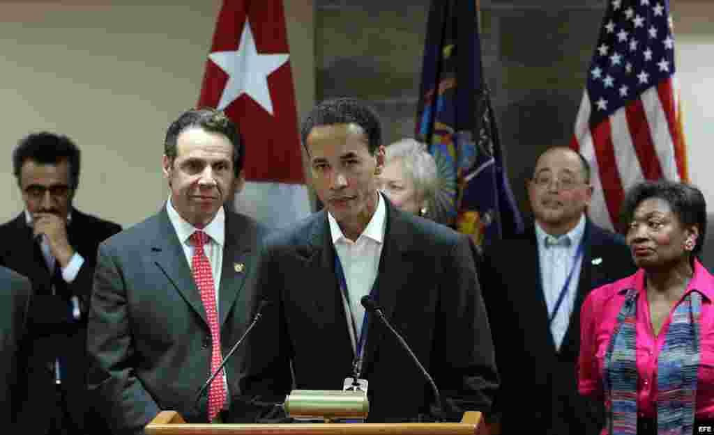 El Consejero delegado de la empresa neoyorquina Infor, Charles Phillips, en la conferencia de prensa en Cuba con el gobernador Cuomo.