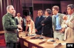 Fidel Castro el 2 de septiembre de 1999 en la TV Cubana con corresponsales extranjeros.
