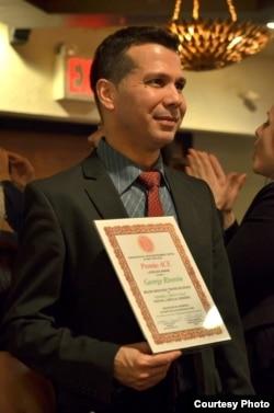 El actor cubano George Riverón, en la entrega de los Premios ACE, NY. Cortesía del autor.