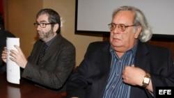 """MD36. Madrid, 18/03/08.- El escritor Antonio Muñoz Molina (i) y el poeta y periodista cubano Raúl Rivero, durante la presentación del informe """"La larga Primavera Negra en Cuba""""."""