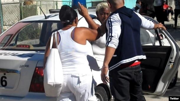 Damas de Blanco son arrestadas por la Seguridad del Estado en La Habana.