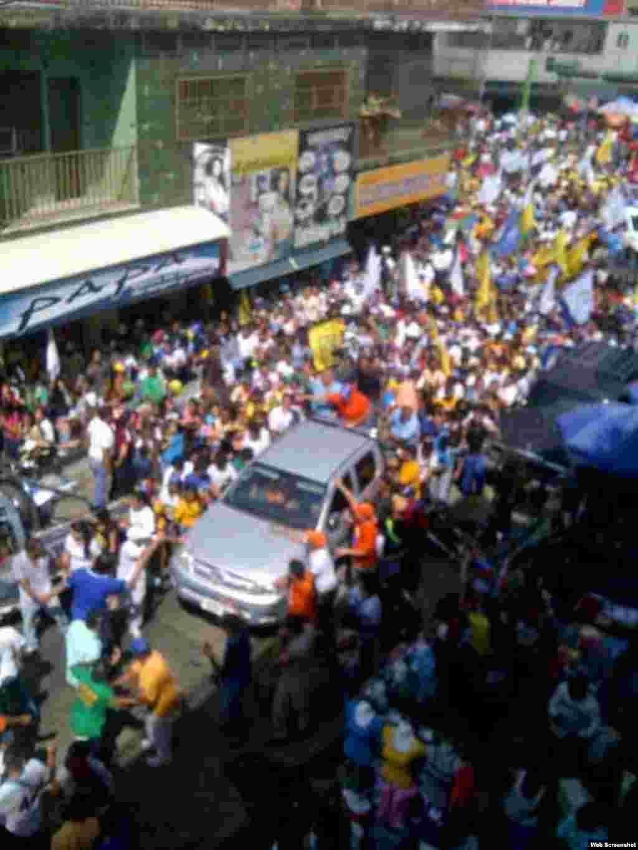 Imágenes de las manifestaciones en Caracas (@HCapriles)