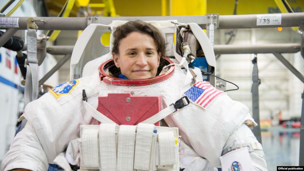 La astronauta cubanoamericana Serena Auñón, lista para un entrenamiento de caminata espacial (NASA)