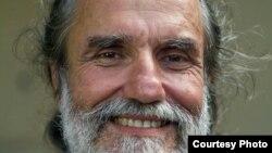 1800 Online con el bloguero y activista cubano Agustín López, de visita en Miami