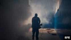 Venezuela labores de fumigación para eliminar criaderos de mosquito.