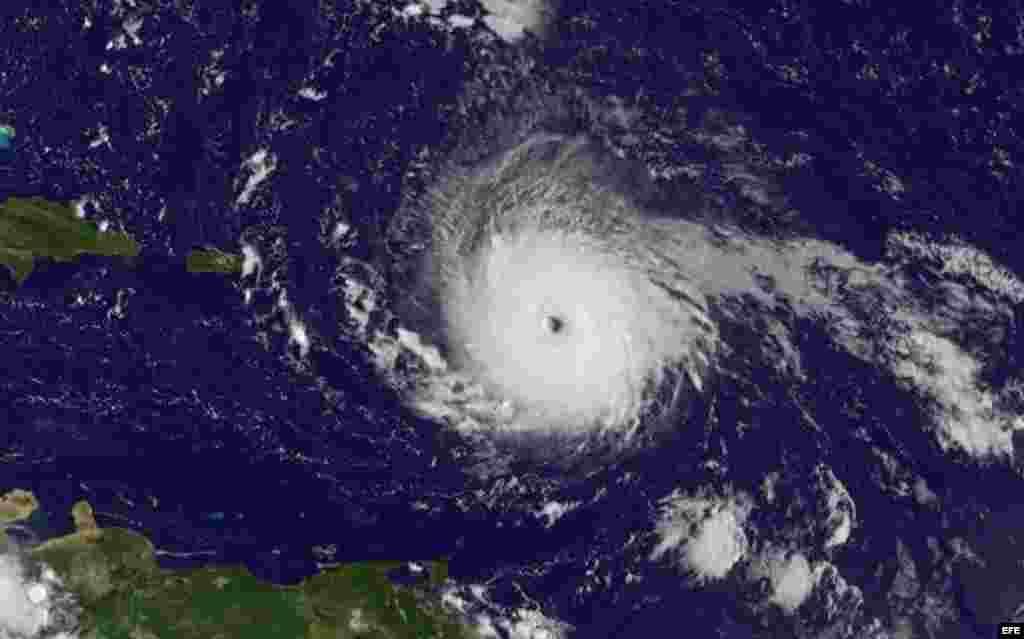 La categoría 5 es la máxima de la escala Saffir-Simpson de intensidad de huracanes. En su último reporte, el CNH dijo que Irma estaba a unos 225 kilómetros al este de la capital de San Juan de Puerto Rico y muy cerca de las Islas Vírgenes.
