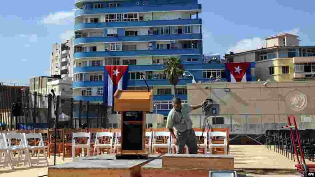 Tribuna de la ceremonia oficial de apertura de la embajada estadounidense.