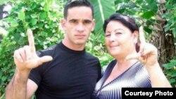 Yosvany Melchor y su madre Rosa María Rodríguez / Foto: Movimiento Cristiano Liberación