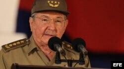 Raúl Castro durante el acto celebrado para conmemorar el 55 aniversario del triunfo de la revolución cubana, en la ciudad de Santiago de Cuba (Cuba).