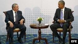 Barack Obama y Raúl Castro en Panamá.