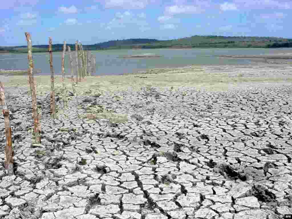 Represa en la oriental provincia de Camagüey. En la isla hay 242 embalses, pero solo acumulan en este momento un 38 por ciento de su capacidad total.