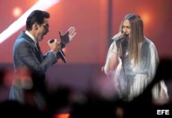 Un sorpresivo dúo de Marc Anthony con su ex Jennifer López hizo delirar al publico asistente a la ceremonia de entrega de los Grammy Latinos 2016 en Las Vegas