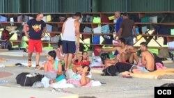 Albergue para los cubanos, en una escuela del poblado de La Cruz. Foto: Claudio Castillo, Martí Noticias.