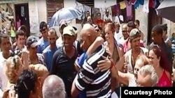 Foto de archivo. Guillermo Fariñas (c) en Santa Clara.