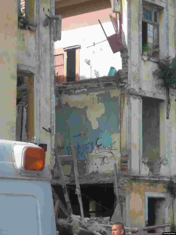 Derrumbe de edificio multifamiliar situado en la Calle Carmen entre Cortina y Figueroa del Reparto La Víbora