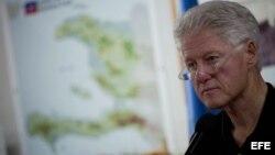 Archivo - El ex presidente estadounidense Bill Clinton, durante su viaje a Haití en 2010.