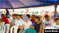 Cubanos esperan ser censados por las autoridades de Turbo, Colombia. Foto Alcaldía de Turbo.