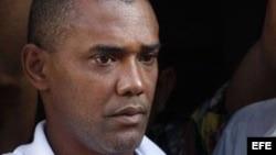Opositor cubano califica de 'politizada' nueva ley de emigración