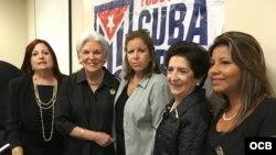 Lourdes Flores (2da de derecha a izq) con participantes en comisión Justicia Cuba