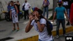 """Opositores y efectivos de la Guardia Nacional Bolivariana se enfrentaron en varias localidades del país durante el """"trancazo"""" nacional."""