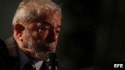 El expresidente brasileño Luiz Inácio Lula da Silva en un evento con miles de simpatizantes, en la plaza Santos Andrade, en Curitiba.