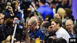 El quaterback de los Patriots de New England Tom Brady se dirige a los medios.