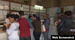 Farmacias vacías y largas colas cuando llegan algunos medicamentos