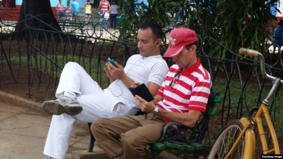 Usuarios de una red Wi-fi (Foto: Orlando González)