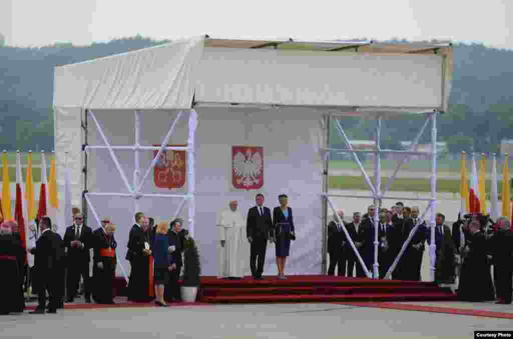 El Papa Francisco llega a Polonia.