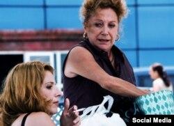 "Actriz cubana Lynn Cruz (izq.) junto a Coralita Veloz en ""Larga Distancia"", del director Esteban Insausti"