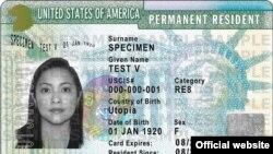 Ejemplo de green card o tarjeta verde, residencia permanente en EEUU. (USCIS)