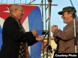 De la mano de Silvio, Issac Delgado hizo en el barrio de Santos Suárez su primera presentación pública en Cuba en seis años de exilio