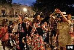 Las modelos que participaron en el primer desfile de la casa de modas Chanel en La Habana.