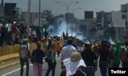 Miles de personas protestaron este miércoles en Venezuela contra la constituyente de Nicolás Maduro.